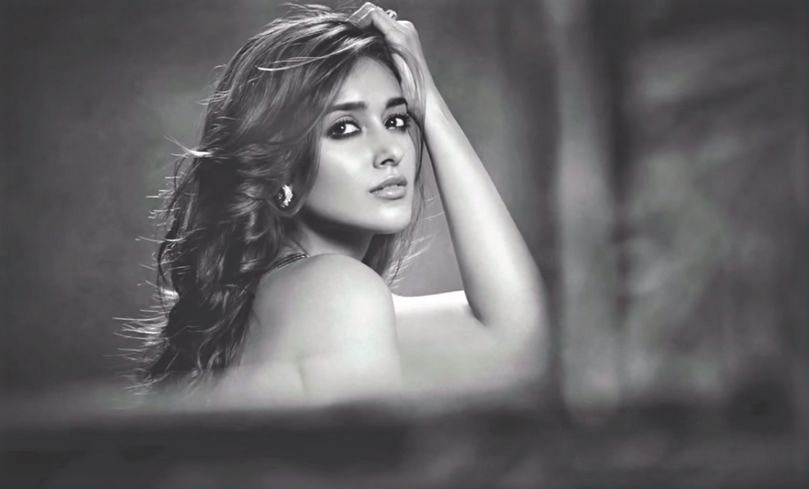Ileana D' Cruz Biography – Age, Height, Husband, Figure, Movies & More