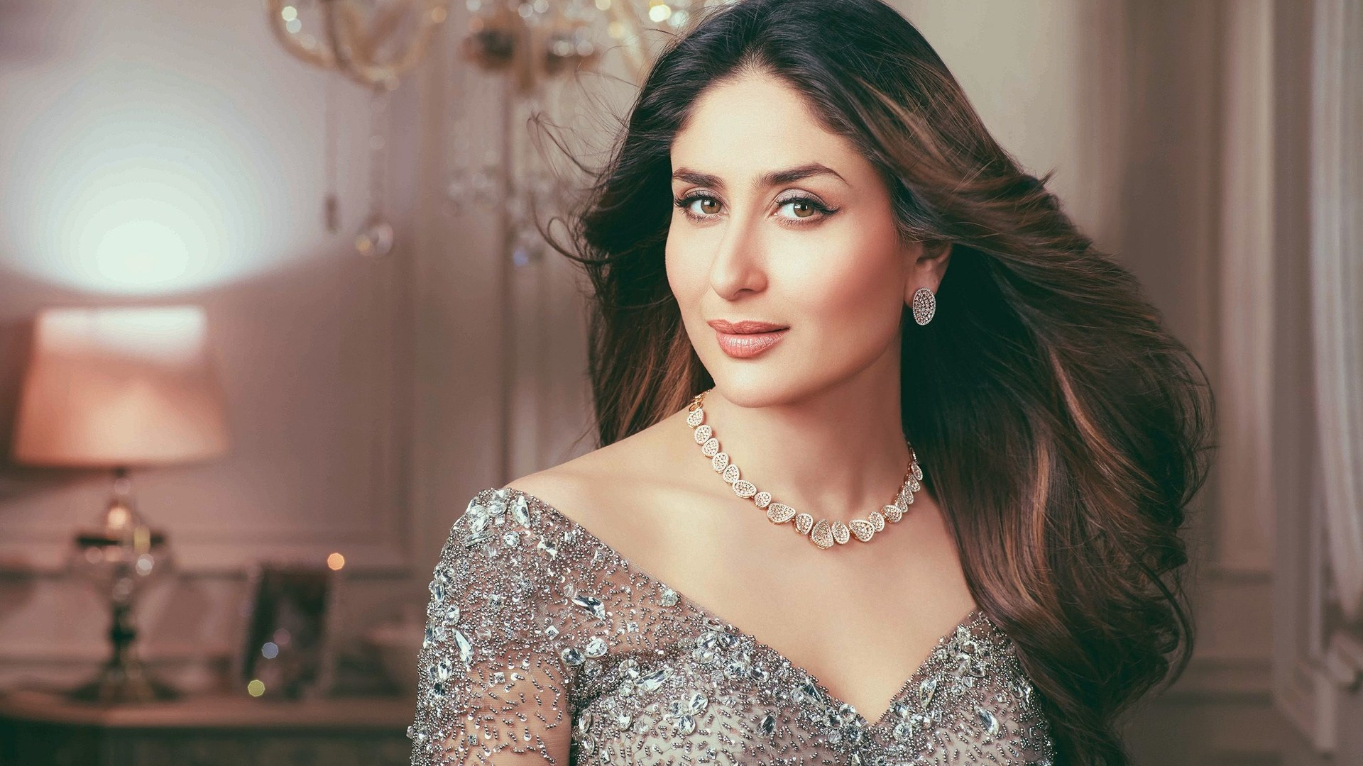 This is the latest 2019 photoshoot of kareena kapoor khan. she is looking so hot in this image